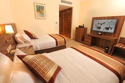 Кровать или кровати в номере Lacosta Hotel