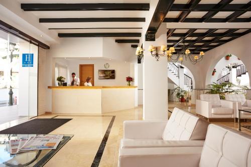 The lobby or reception area at Villa Flamenca