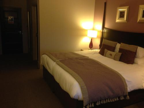 A bed or beds in a room at Dumfries Arms Hotel