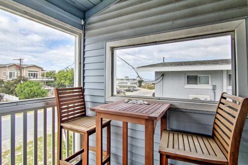 A balcony or terrace at Bright Condo with Balcony - Walk to Dewey Beach!