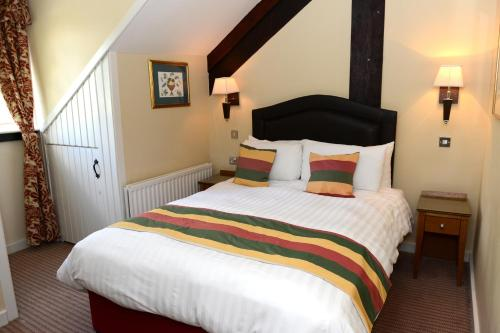 A bed or beds in a room at Hall Garth Hotel, Golf & Spa.