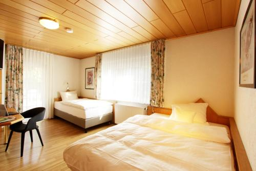 Ein Bett oder Betten in einem Zimmer der Unterkunft Hotel Restaurant Reichsadler