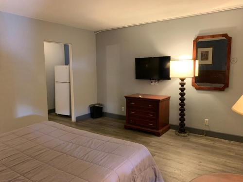 A television and/or entertainment centre at City Center Motel