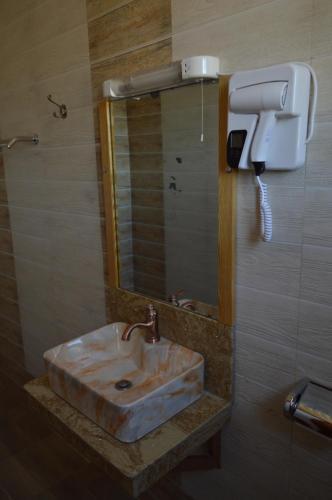 A bathroom at Kunste Hotel