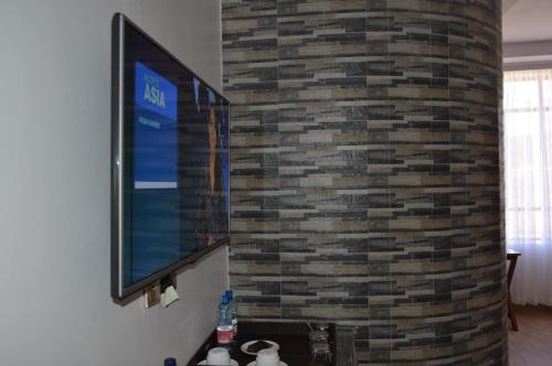 A television and/or entertainment center at Kunste Hotel