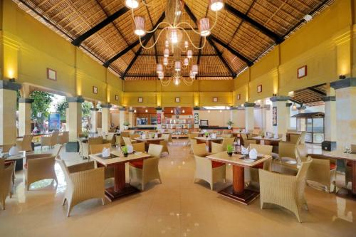 A restaurant or other place to eat at Inna Sindhu Beach Hotel & Resort