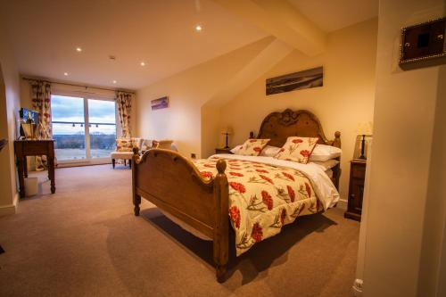 A bed or beds in a room at Dene House Farm
