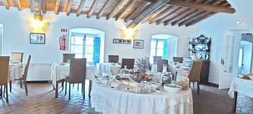Um restaurante ou outro lugar para comer em Hotel Rural Monte Da Rosada