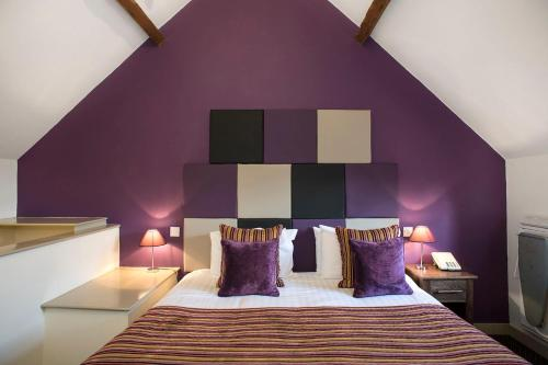 A bed or beds in a room at The Deddington Arms