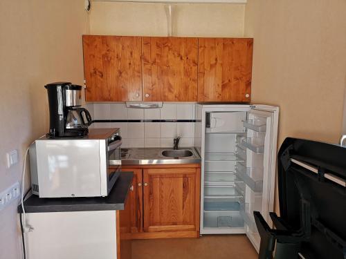 Cuisine ou kitchenette dans l'établissement Les Gîtes du Val