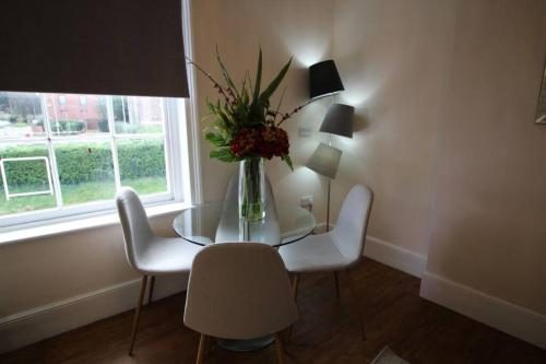 A seating area at Sterling House @ Short Stays