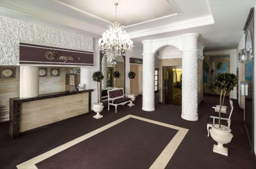 The lobby or reception area at Flowers Hotel