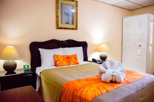 A bed or beds in a room at Hotel Mariscal