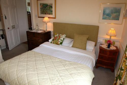 A bed or beds in a room at Willowhill House