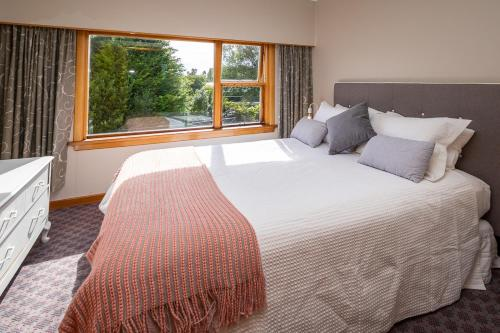 A bed or beds in a room at Grand View