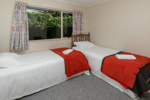 A bed or beds in a room at Kepler Retreat - Te Anau Holiday Home