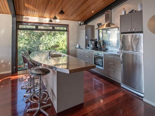 A kitchen or kitchenette at Onuku Outlook - Akaroa Holiday Home