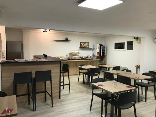 A restaurant or other place to eat at Terres de France Brest