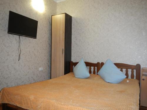 Кровать или кровати в номере GOSTINITsA MIeLIeK