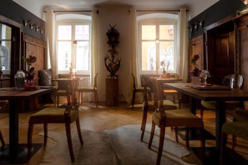 Ein Restaurant oder anderes Speiselokal in der Unterkunft Thaler Rooms