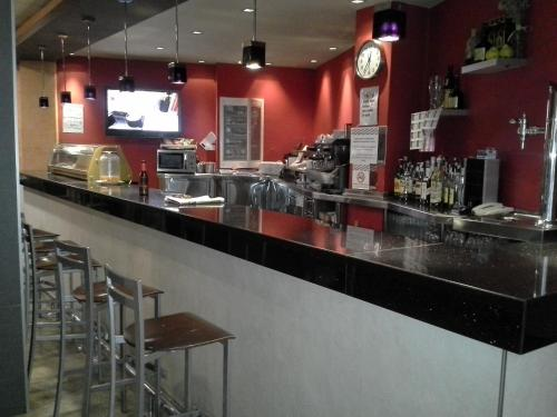 A restaurant or other place to eat at Hostal Cafeteteria Goya