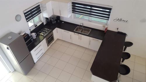 A cozinha ou cozinha compacta de Villa Mila