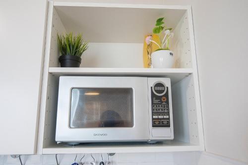 Кухня или мини-кухня в I ДЕЛОВАЯ ПОЕЗДКА apartment on Komsomolskaya 279a