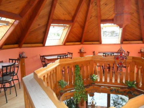 A restaurant or other place to eat at Napkorong Fogadó és Vendégház