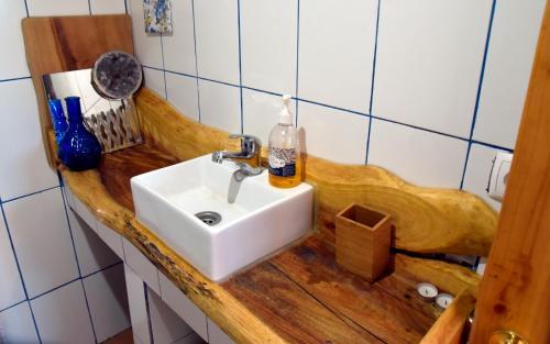 Uma casa de banho em Caldeira Guesthouse