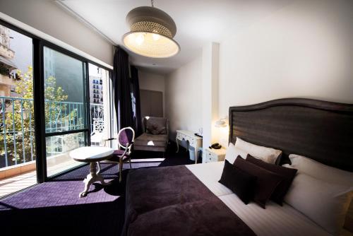 מיטה או מיטות בחדר ב-ג'רוזלם אין מרשת סמארט הוטלס