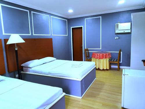 A bed or beds in a room at Asiaten Hotel