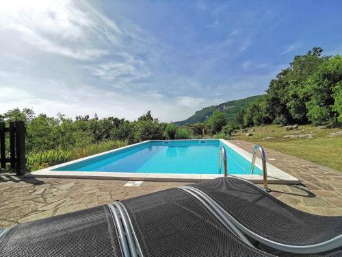 Bazen u objektu Holiday Home Mavrici - Two Bedroom Holiday Home with Pool ili u blizini