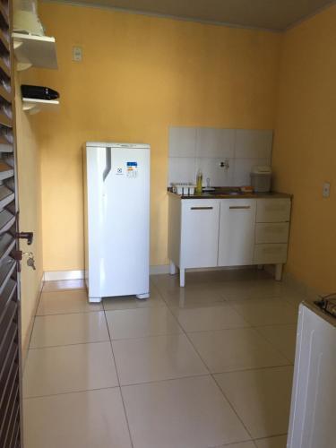 Una cocina o zona de cocina en Recanto das Pedras São Leopoldo