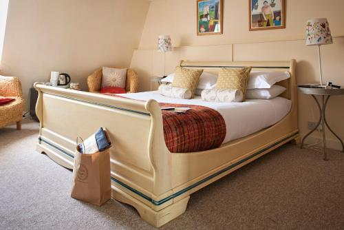 A bed or beds in a room at Hill House