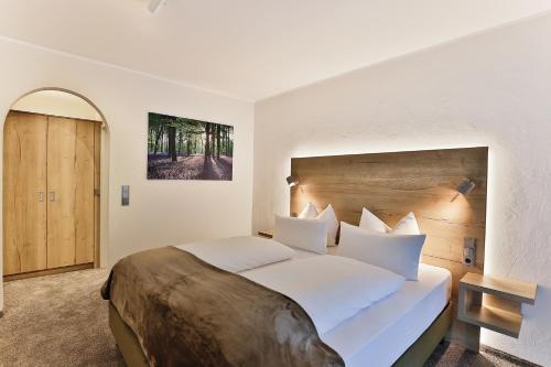 Ein Bett oder Betten in einem Zimmer der Unterkunft Elements Hotel Christlessee