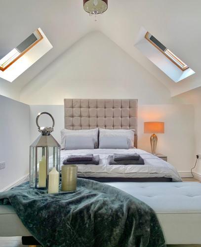 #StayHere 7 - Sleeps 4, Leeds City Duplex Apartment