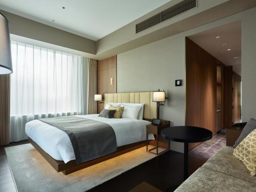 A bed or beds in a room at Mitsui Garden Hotel Roppongi Tokyo Premier
