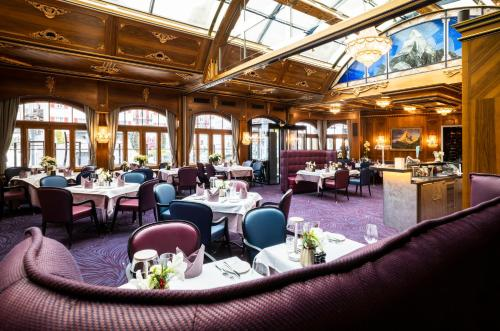 A restaurant or other place to eat at Grand Hotel Zermatterhof