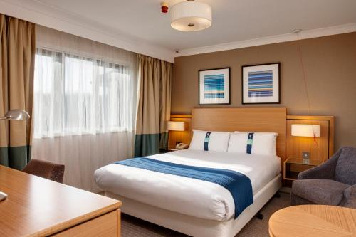 A bed or beds in a room at Holiday Inn Birmingham Bromsgrove
