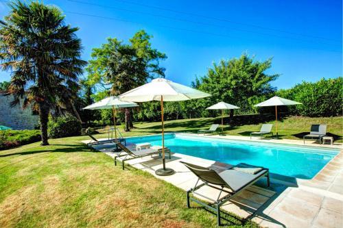 The swimming pool at or near Landerrouat Villa Sleeps 8 Pool WiFi