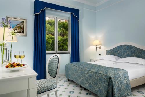 Een bed of bedden in een kamer bij Hotel Raito Wellness & SPA