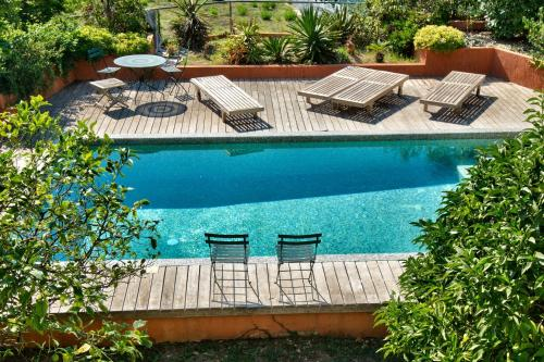 A view of the pool at Havre de Paix Cap d'Antibes or nearby