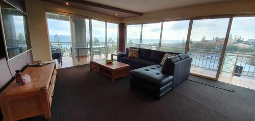 A seating area at Ocean View Great Facilities&Views