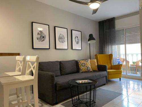 A seating area at Apartment Mila Located 300 Meters From Sandy Beach
