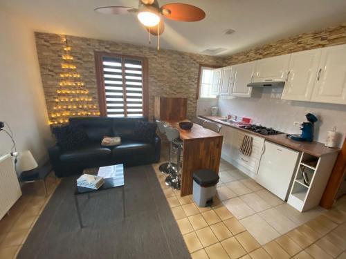 A kitchen or kitchenette at Chambres Les Plantous de Severo