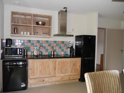 A kitchen or kitchenette at Souleia