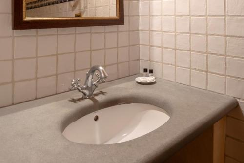 A bathroom at B&B Palazzo Al Torrione 2