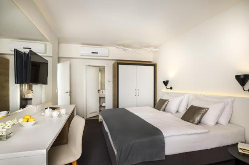 A bed or beds in a room at Remisens Hotel Albatros