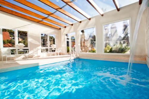 A piscina localizada em Hotel Estalagem St. Hubertus ou nos arredores