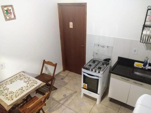 A kitchen or kitchenette at Flat Sol Paraty